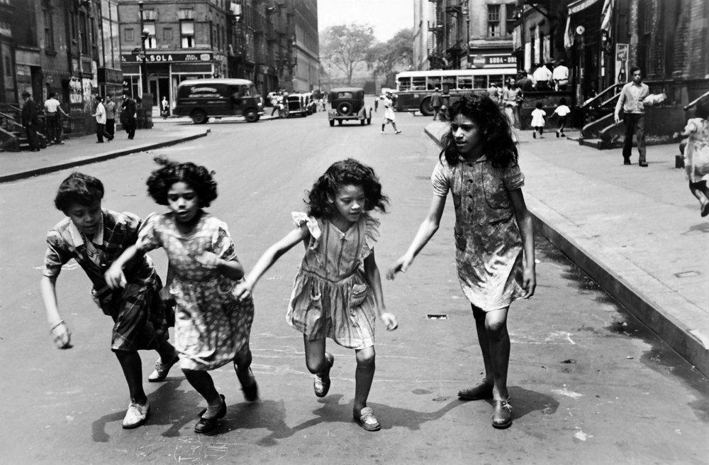 Helen Levitt - Children, 1930s-40s (1).jpg